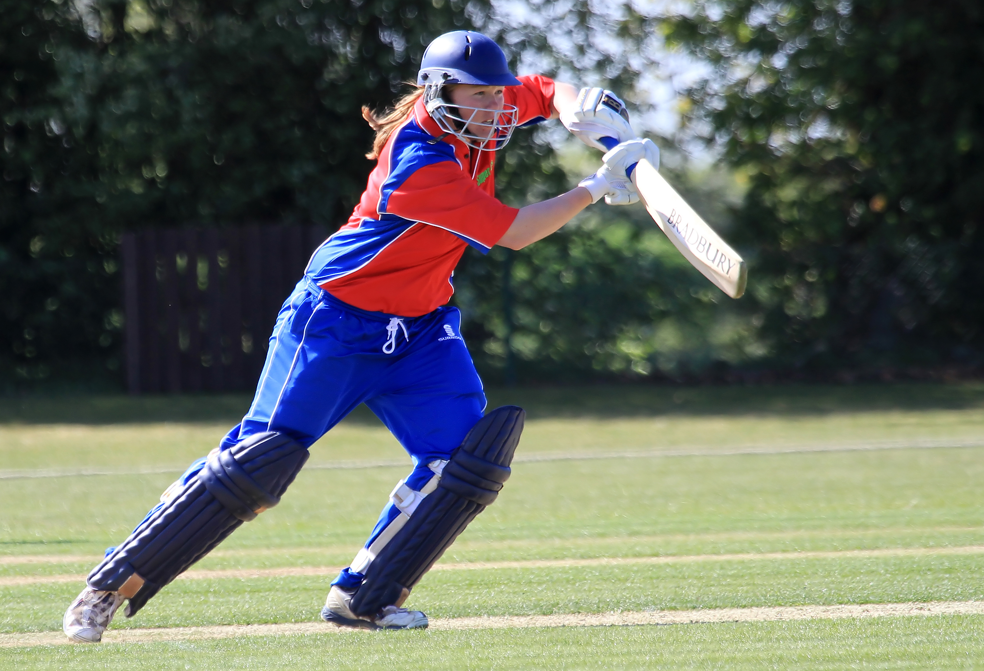 PTI Consulting announce Cricket Bat sponsorship with World Cup winner Anya Shrubsole MBE